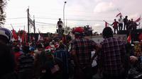 Pendukung Basuki Tjahaja Purnama atau Ahok di Rutan Cipinang (Liputan6.com/ Moch Harun Syah)