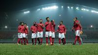 Para pemain Timnas Indonesia U-23 bersiap melawan Uzbekistan pada laga PSSI Anniversary Cup 2018 di Stadion Pakansari, Bogor, (03/5/2018).  (Bola.com/Nick Hanoatubun)