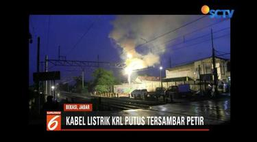 Akibat kesambar petir, kabel listrik Commuter Line di Bekasi terbakar dan terputus sehingga mengganggu perjalanan kereta.