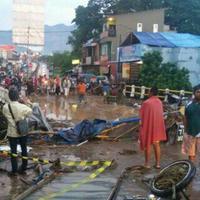 23 orang meninggal dunia karena banjir Garut.  (Via: broadcast whatsapp)