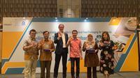 """Hanggara Sukandar, Akhmad Zainal Abidin, Walter van het Hof, Wahyudi Sulistya, Sutanti Siti N., Christine Halim (kiri ke kanan) dalam seminar peluncuran program """"Yok Yok Ayok Daur Ulang"""" pada Rabu (18/9/2019) di Ayana MidPlaza Hotel, Jakarta Pusat. (dok. liputan6.com/Novi Thedora)"""