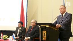 Director General, Sergey Bednov memberi sambutan pada pertemuan antara delegasi Expocentre dengan para pelaku ekonomi Indonesia di Mega Kuningan, Jakarta, Selasa (12/3). Pertemuan mendorong peningkatan perdagangan kedua negara. (Liputan6.com/Fery Pradolo)