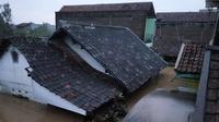 Banjir merendam kawasan Baleendah, Kabupaten Bandung, Jawa Barat. (www.twitter.com/@aboutbdgcom)