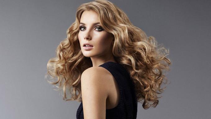 Cara Terbaik Merawat Rambut Keriting - Beauty Fimela.com 2f0aa5585a