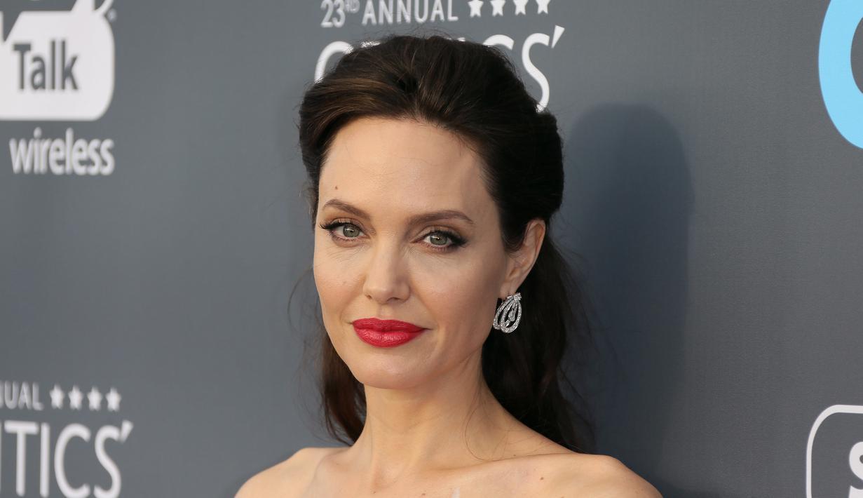 Stres Berat, Berat Badan Angelina Jolie Disebut Tinggal 34 Kg