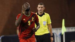 Laga baru berjalan delapan menit saat Belgia mencetak gol pertama melaui Romelu Lukaku. Ia sukses mengkonversi umpan yang dilepaskan oleh Hans Vanaken untuk membawa Belgia unggul 1-0. (Foto: AP/Olivier Matthys)