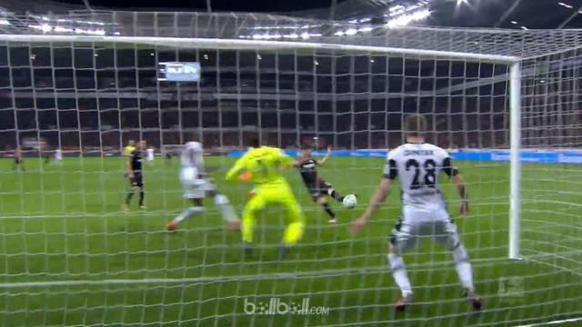 Bayer Leverkusen memetik kemenangan krusial untuk menjaga harapan mendapatkan tiket Liga Champions musim depan selepas membungkam ...
