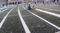 Petugas Kebersihan Masjidil Haram © Al Arabiya