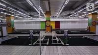 Rak-rak kosong di salah satu gerai supermarket Giant di Jakarta, Kamis (4/3/2021). Persaingan bisnis ritel makanan dan pandemi yang berkepanjangan membuat store Giant tutup satu per satu. (Liputan6.com/Johan Tallo)