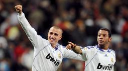 1. Fabio Cannavaro - Postur pendek sebagai bek tak membuat Canna patah arang. Cannavaro mampu membawa Italia keluar sebagai juara usai membungkam Prancis di final Piala Dunia 2006. (AFP/Javier Soriano)