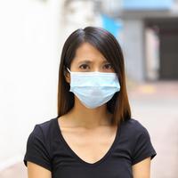 ilustrasi perempuan menggunakan masker/copyright Shutterstock