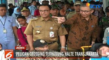 Dalam peresmian ini, Anies Baswedan bersama Dirut Transjakarta Budi Kaliwono mendorong dan menyebrangi warga penyandang disabilitas melintasi pelican crossing.