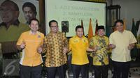 Sejumlah calon Ketua umum Partai Golkar bersalaman di Jakarta, Sabtu (7/5). Nomer urut tersebut akan di gunakan pada pemilihan Ketua Umum saat Penyelenggaraan Munaslub Golkar pada tanggal 15 Mei 2016 di bali. (Liputan6.com/Johan Tallo)