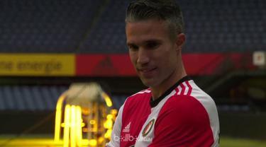 Berita video momen Robin van Persie resmi kembali ke Feyenoord. This video presented by BallBall.