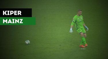 Berita video aksi kiper Bundesliga dari klub Mainz 05, Robin Zentner, menjadi viral setelah aksinya menendang angin dalam pertandingan melawan Borussia Monchengladbach, Sabtu (4/11/2017).