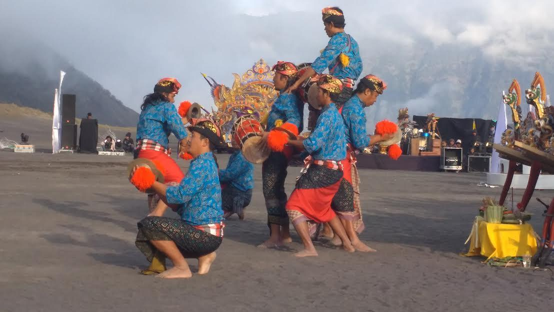 Festival Seni Tari Eksotika Gunung Bromo menampilkan Sendratari Hikayat Suku Tengger. (Liputan6.com/Dian Kurniawan)