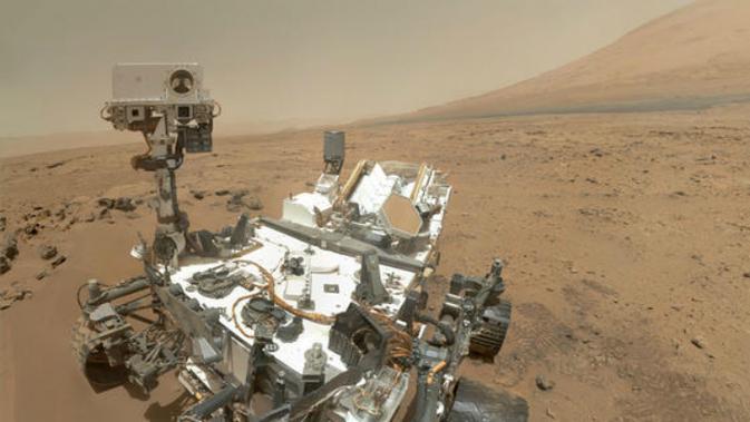 Rover Curiosity milik NASA saat ini sedang menjalani ekspedisi di permukaan planet Mars (Foto: NASA).