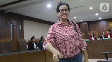 Terpidana dalam kasus korupsi proyek e-KTP, Miryam S Haryani usai menjadi saksi dalam sidang lanjutan kasus dugaan korupsi terkait pengadaan e-KTP dengan terdakwa Markus Nari di Pengadilan Tipikor, Jakarta, Rabu (9/10/2019). (Liputan6.com/Helmi Fithriansyah)