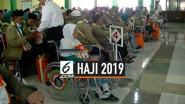 Jemaah yang menggunakan kursi roda di Embarkasi Solo meningkat 80% mdari tahun sebelumnya. Pada musim haji 2019 ada 73 calon jemaah haji yang menggunakan kursi roda. Faktor usia dan waktu tunggu yang lama menjadi penyebab utama.