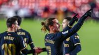 Antoine Griezmann merayakan gol ke gawang Granada, Minggu (10/1/2021). (AP Photo/Jose Breton)