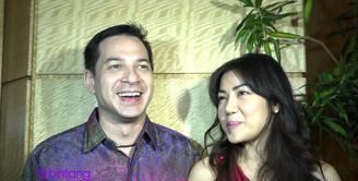 Aktor Ari Wibowo punya cara sendiri untuk menjaga keharmonisan rumah tangganya. Salah satunya adalah selalu merayakan hari ulang tahun pernikahannya dengan sang istri, Inge Anugrah.
