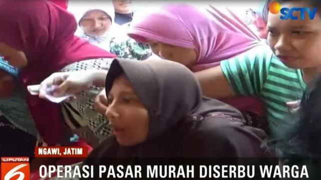 Operasi pasar murah yang digelar pemkab setempat di Alun-Alun Kota Ngawi, disambut positif warga.
