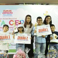 Pemenang lomba mendongeng kategori individu. (Fotografer: Bambang E Ros/FIMELA)