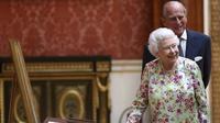 Ratu Elizabeth II dan sang suami Pangeran Philip (Neil Hall/Pool via AP)