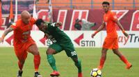 Persebaya Surabaya bermain 2-2 saat melawat ke markas Borneo FC, di Stadion Segiri, Samarinda, pada laga pekan kedelapan Gojek Liga 1 bersama Bukalapak, Jumat (11/5/2018) sore WIB. (Bola.com/Aditya Wany)