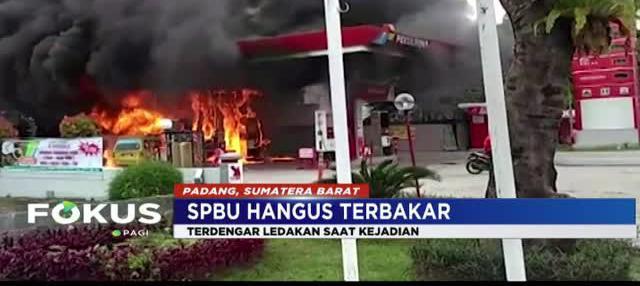 Api dengan cepat menghanguskan stasiun pompa SPBU hingga terdengar ledakan.