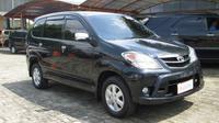 Para peserta yang bergabung dengan taksi online disyaratkan memiliki kendaraan tahun muda.