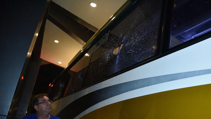 Bus Persib Dilempari Batu Sebelum Masuk Tol Jagorawi, Pelaku Memakai Pakaian Abu-Abu - Bola.com