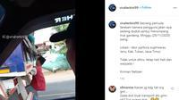 Seperti dilansir akun Instagram @viralterkini99, Senin (30/11/2020), terlihat seorang pria santai duduk di antara lampu belakang truk.