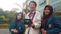 Tiga mahasiswa Undip mencoba menawarkan pengurangan stress dengan temuan mereka. (foto: Liputan6.com/edhie prayitno ige)