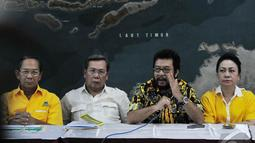Pertemuan dengan misi menyelamatkan Partai Golkar sekaligus membahas kepemimpinan Aburizal Bakrie, Jakarta, Selasa (15/7/2014) (Liputan6/Johan Tallo)