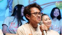 """Sutradara Riri Riza saat jumpa pers film """"bebas"""" di Jakarta, Rabu (18/09/2019). Film """"bebas"""" akan tayang di bioskop pada 3 Oktober 2019, Film ini akan membawa penonton bernostalgia ke masa SMA dengan kisah cinta, pertemanan dan kenakalan-kenakalan remaja saat itu. (Liputan6.com/Herman Zakharia)"""