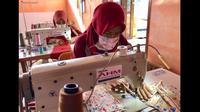 Mitra binaan AHM memproduksi masker kain di masa pandemi Corona Covid-19. (Foto: Astra Honda Motor)
