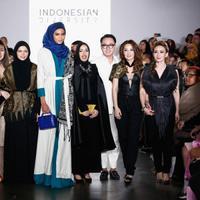 Lima desainer Indonesia sukses memamerkan karyanya di New York Fashion Week. (Image: Getty Images)