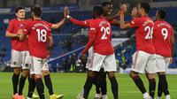 Pemain Manchester United merayakan gol yang dicetak Mason Greenwood ke gawang Brighton pada laga Premier League pekan ke-32 di Stadion Falmer, Rabu (1/7/2020) dini hari WIB. Manchester United menang 3-0 atas Brighton. (AFP/Andy Rain/pool)