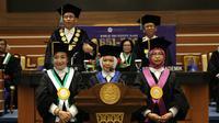 Universitas Airlangga mengukuhkan tiga srikandi jadi guru besar. (Foto: Liputan6.com/Dian Kurniawan)