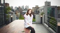 Gong Hyo Jin mempertahankan wajahnya yang unik, berhasil meraih sebutan artis cantik dari majalah fesyen.