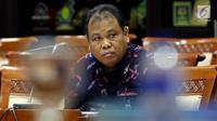 Calon hakim MK, Arief Hidayat mendengarkan pertanyaan pada uji kelayakan dan kepatutan Hakim MK di ruang rapat Komisi III, Senayan, Jakarta, Rabu (6/12). Arief akan mengakhiri masa kerja selaku hakim konstitusi pada April 2018. (Liputan6.com/Johan Tallo)