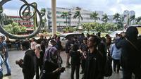 Gempa 6,1 SR Guncang Jakarta, Penghuni Gedung Tinggi Berhamburan (Liputan6.com/Sunariyah)