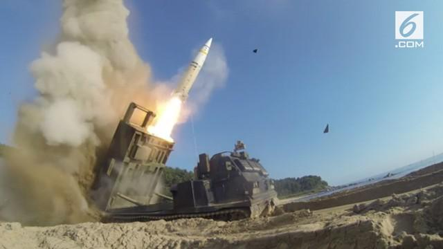 Militer Korea Selatan dan Amerika Serikat mengadakan latihan rudal gabungan setelah Korea Utara meluncurkan rudal balistik antar benua.