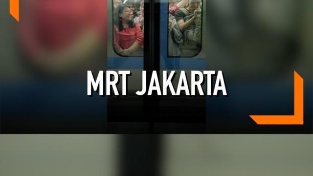 Jelang diresmikan MRT Jakarta alami gangguan. Akibatnya warga harus mengantre lama untuk menjajal MRT.