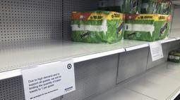 Jumlah Paper towel yang dapat dibeli pelanggan tercantum di Target Store, 17 November 2020, di Bloomington, negara bagian Minnesota, AS. Lonjakan kasus COVID-19 di AS membuat orang kembali ke toko untuk menimbun lagi, meninggalkan rak kosong dan memaksa pengecer membatasi pembelian. (AP/Jim Mone)