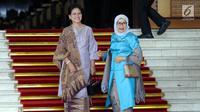 Ibu Negara Iriana Joko Widodo bersama Ibu Mufidah Jusuf Kalla menghadiri pelantikan anggota DPR RI di Kompleks Parlemen, Senayan, Jakarta, Selasa (1/10/2019). Sebanyak 575 anggota DPR terpilih dan 136 orang anggota DPD terpilih diambil sumpahnya pada pelantikan tersebut. (Liputan6.com/Johan Tallo)
