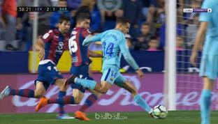 Levante memukul Barcelona dan mencetak lima gol dama tempo 56 menit hingga akhirnya meraih kemenangan 5-4 untuk akhiri rekor tak t...
