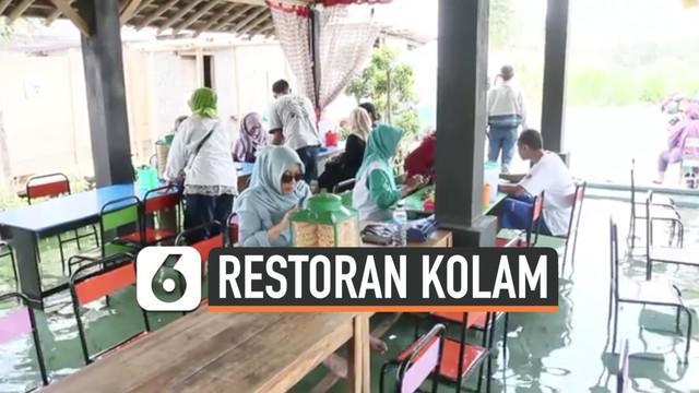 Sebuah restoran di Yogyakarta menarik perhatian karena konsep uniknya. Pengunjung bisa menikmati makanan sambil merendam kakinya di kolam ikan kecil.