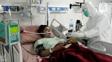FOTO: Perjuangan Paramedis Merawat Pasien COVID-19 di RSUD Kota Bogor